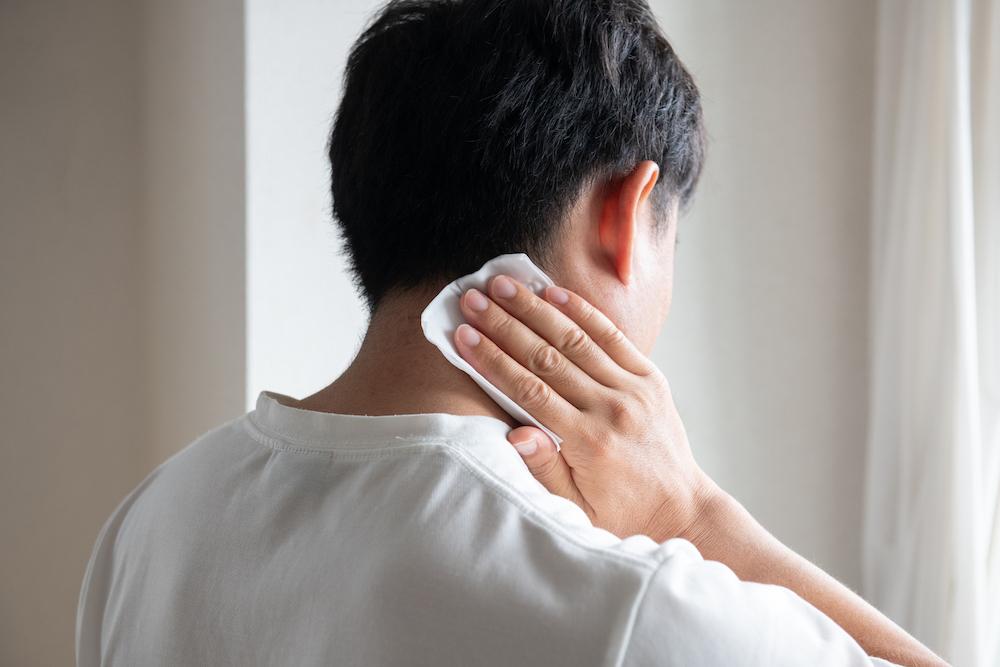加齢臭の原因と対策とは?決めては40代から増えるあの成分